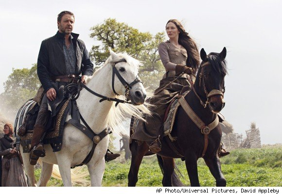 Russell Crowe and Cate Blanchett on horses
